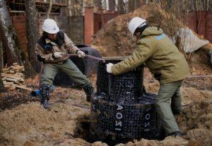 Устройство пластикового кессона для скважины