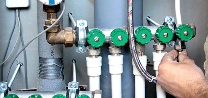 Водопроводный коллектор и разводка труб