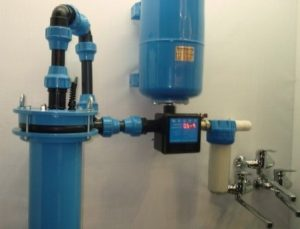 Как провести воду в дом из скважины с глубинным насосом