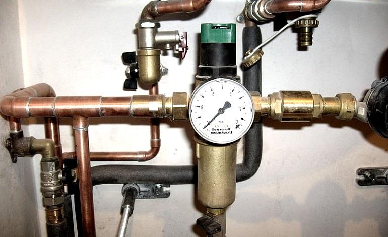 Регулятор давления воды в трубопроводе