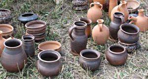 поиск воды для колодца с помощью глиняной посуды